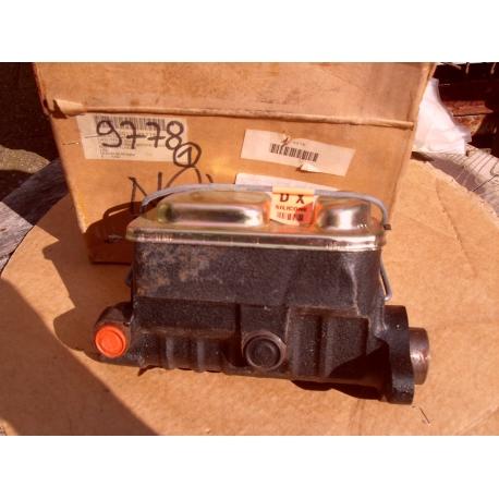 master cylinder M1009