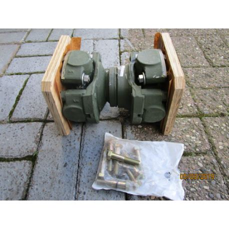 Propeller shaft with universal joint, M900 A1